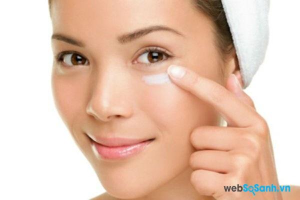 Kem dưỡng mắt sẽ cho tác dụng tốt hơn khi để trong tủ lạnh (nguồn: internet)