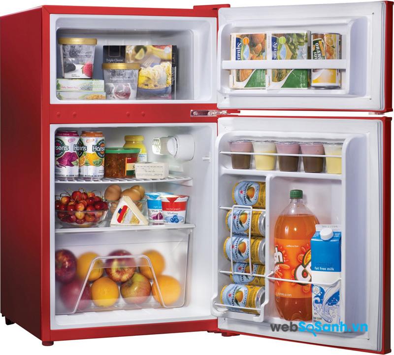 Tủ lạnh mini khá phù hợp với nhu cầu của người độc thân