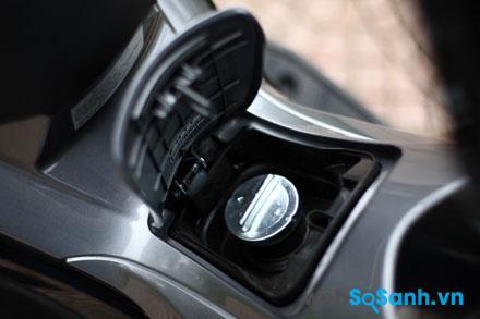Bình nhiên liệu tại háng xe khá tiện dụng